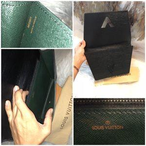 1f3e3855c920 Louis Vuitton Bags - Vintage Louis Vuitton Black Epi Twist Clutch